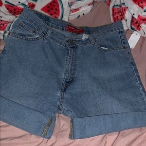 Levi Classic Slim Stretch/Tapered Jean Shorts